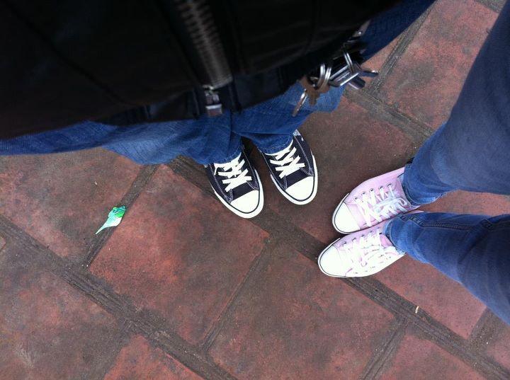 Giầy Converse 2 vợ chồng mua 3 năm rồi vẫn đẹp